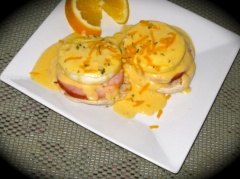 eggs benedict with cheese sauce